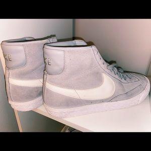High top Nike's